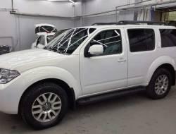 Полная покраска, с проемами, автомобиля Nussan Pathfinder в белый перламурт в Покрасочном цехе Коуш